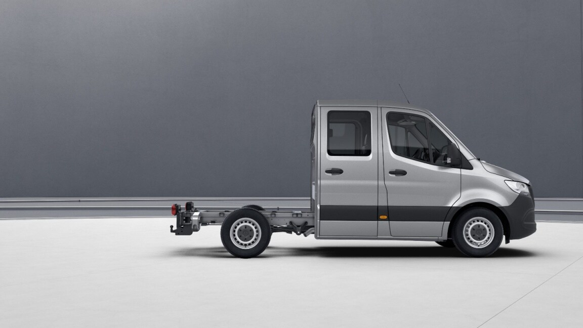Sprinter Chassis Cab, wheelbase 3250 mm, 40.6-cm (16-inch) steel wheels, iridium silver